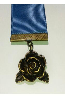 Kék szalagos könyvjelző rózsa függővel