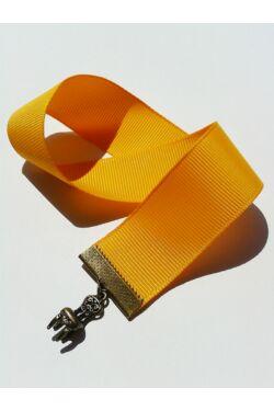 Sárga szalagos könyvjelző szék függővel