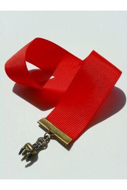 Piros szalagos könyvjelző szék függővel